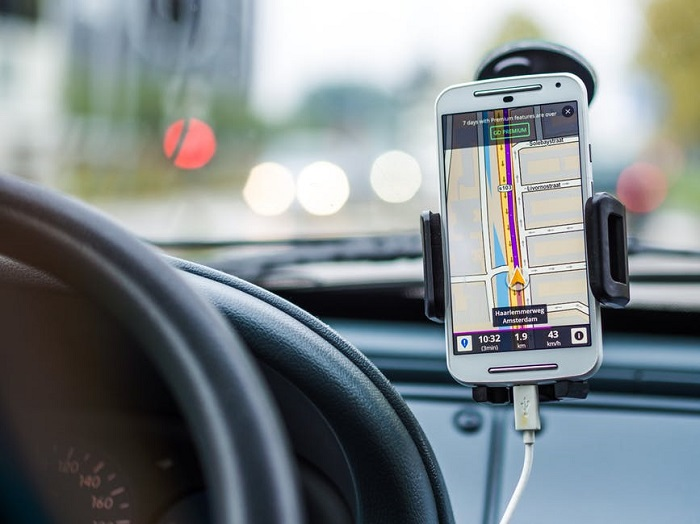 avoid traffic with navigation app