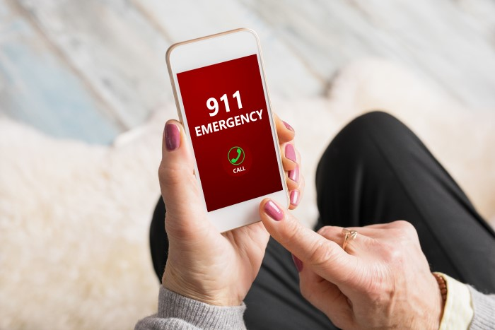 calling emergency services with siri