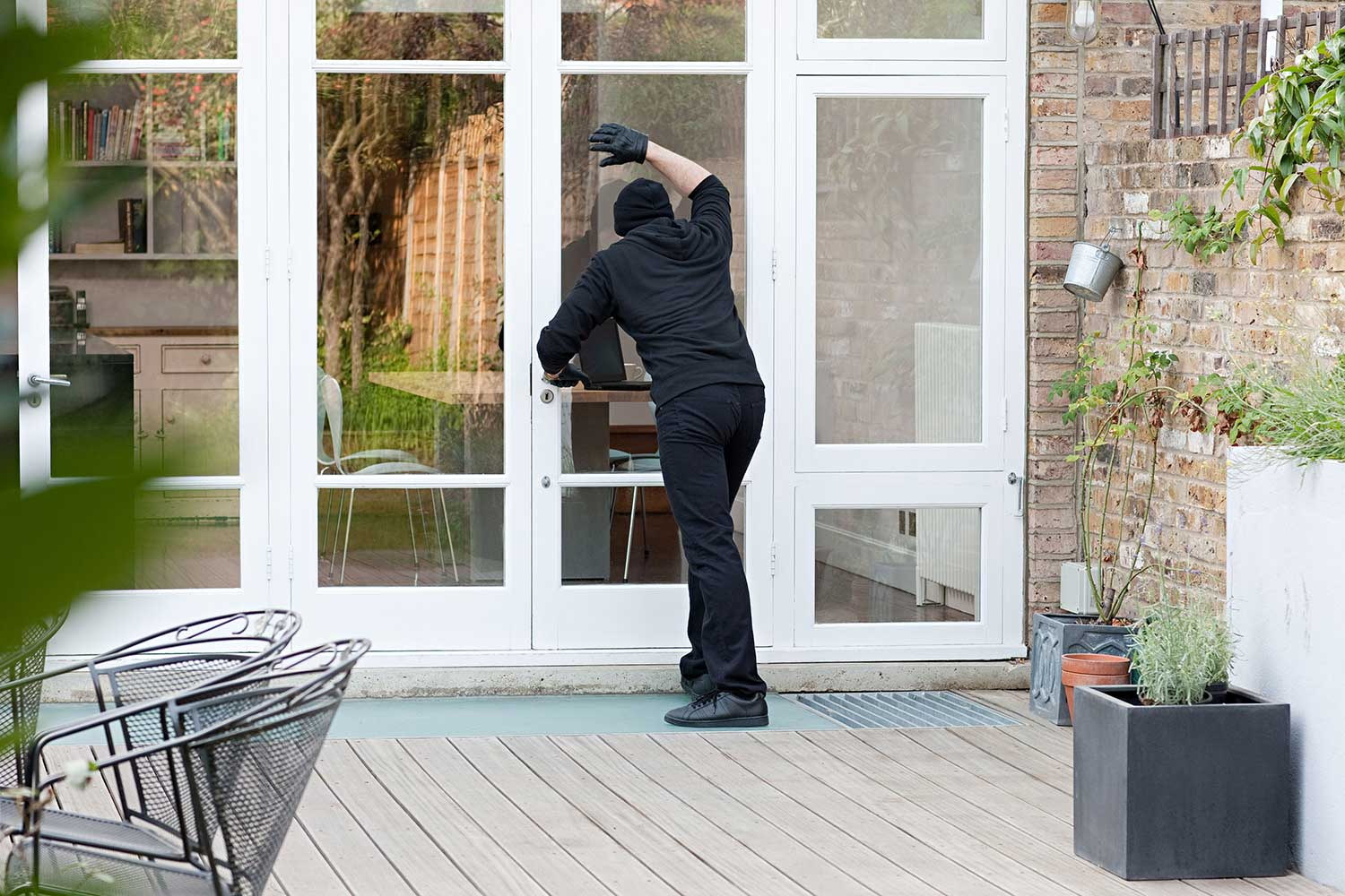 Top 10 ways to burglar-proof your home. - blog post image