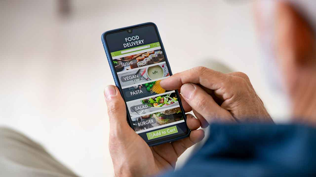 How to manage delivery apps for your restaurant and keep customers happy.
